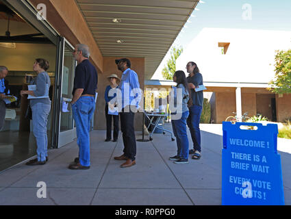 Los Angeles, California, USA. 6th Nov, 2018. Voters queue to cast their ballots in Orange County, California, Nov. 6, 2018. The U.S. Republican Party on Tuesday managed to maintain a Senate majority in the 2018 midterm elections, according to projections from multiple U.S. news outlets. Credit: Li Ying/Xinhua/Alamy Live News Stock Photo