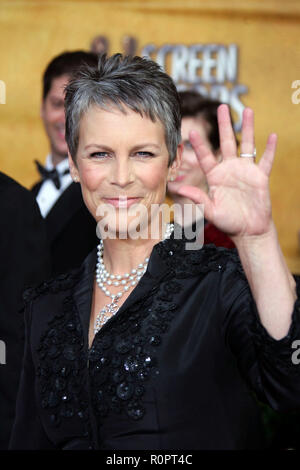 Los Angeles, Germany. 29th Jan, 2006. Actress Jamie Lee Curtis arrives on the red carpet during the 12th Annual Screen Actors Guild Awards at the Shrine Exposition Center in Los Angeles, USA Sunday 29 January 2006. Credit: Hubert Boesl | usage worldwide/dpa/Alamy Live News - Stock Photo