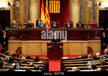 Barcelona, Spain. 07th Nov, 2018. Catalan President, Quim Torra, delivers his speech during a plenary session at the Catalan Parliament, in Barcelona, northeastern Spain, 07 November 2018. Torra has reiterated the retreat of 'any support' to Prime Minister Pedro Sanchez's Government after the Spanish Public Prosecution confirmed the crime of rebellion charge against the Catalan imprisoned political leaders in their prosecution report. Credit: Alberto Estevez/EFE/Alamy Live News - Stock Photo