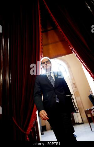 Barcelona, Spain. 07th Nov, 2018. Catalan President, Quim Torra, arrives for a plenary session at the Catalan Parliament, in Barcelona, northeastern Spain, 07 November 2018. Torra has reiterated the retreat of 'any support' to Prime Minister Pedro Sanchez's Government after the Spanish Public Prosecution confirmed the crime of rebellion charge against the Catalan imprisoned political leaders in their prosecution report. Credit: Alberto Estevez/EFE/Alamy Live News - Stock Photo