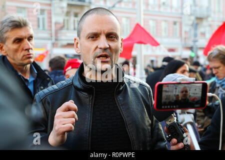 MOSCOW, RUSSIA - NOVEMBER 7, 2018: Left Front movement coordinator Sergei Udaltsov (C) takes part in a march organized by the Russian Communist Party (KPRF) to mark the 101st anniversary of the 1917 October Revolution in Strastnoy Boulevard. Sergei Savostyanov/TASS - Stock Photo