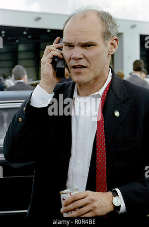 Richmond, Virginia, USA, October 16, 1992 James Carville takes a cell phone call prior to boarding the campaign plane with Governor William Clinton. Chester James Carville, Jr. is an American political commentator and media personality who is a prominent figure in the Democratic Party.  Credit: Mark Reinstein/MediaPunch - Stock Photo