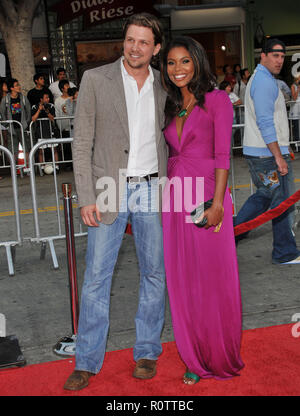 Marc Blucas and Gabrielle Union  -  Meet Dave premiere at the Westwood Village Theatre in Los Angeles.  full length eye contact smile          -       - Stock Photo