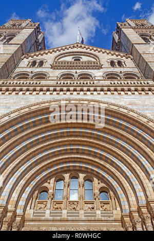 London, South Kensington.  Looking up from the Romanesque main entrance of the Natural History Museum in Cromwell Road. - Stock Photo