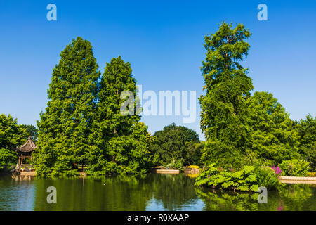 England, Surrey, Guildford, Wisley, The Royal Horticultural Society Garden, Seven Acres Pond and The Japanese Pagoda - Stock Photo