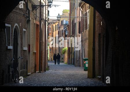 Ferrara, eine alte Stadt in der Emilia-Romagna in Italien: Die Viale delle Volte in der historischen Innenstadt - Stock Photo
