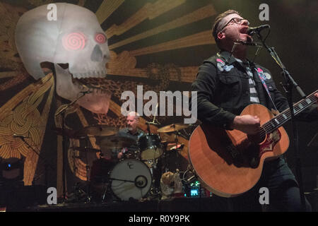 Hammersmith, London, UK. 7th November, 2018. Hammersmith, London, UK. 7th Nov 2018. Colin Meloy of The Decemberists performing live on stage at Hammersmith Eventim Apollo in London. Photo date: Wednesday, November 7, 2018. Photo: Roger Garfield/Alamy Live News Stock Photo