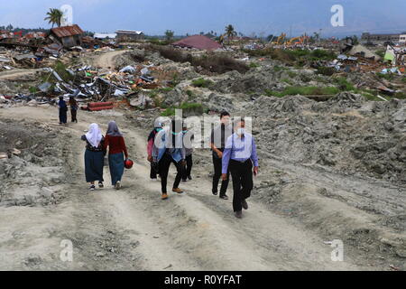 Palu, Central Sulawesi, Indonesia. 1st Nov, 2018. Head of the Indonesian Geospatial Information Agency, Mr. Hasannudin Z. Abidin seen reviewing the locations of the earthquake and liquefaction in Petobo, Palu as they plan to begin the project of making a basic map implemented by the Indonesian Geospatial Information Agency.A deadly earthquake measuring 7.5 magnitude and the tsunami wave caused by it has destroyed the city of Palu and much of the area in Central Sulawesi. According to the officials, the death toll from the devastating earthquake and tsunami has risen to 2088, around 5000 - Stock Photo