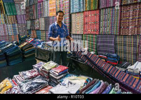 mercado de telas, Lancetillo, La Parroquia, zona Reyna, Quiche, Guatemala, Central America. - Stock Photo