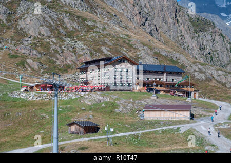 Restaurant and hikers hostel at the Stubaier Wildspitze is a 3,341-metre-high mountain in the Stubai Alps in the Austrian state of Tyrol. Northeast of - Stock Photo
