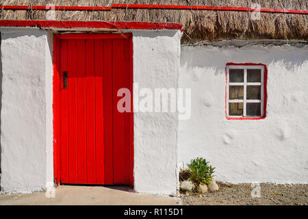 Ireland, County Donegal, Inishowen, Doagh Famine Village, Thatched cottage. - Stock Photo