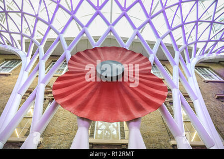 King's Cross, London, UK, 8th Nov 2018. A giant Remembrance Poppy has been installed inside King's Cross Station in London, for the centenary of WW1 and Armistice Day. Credit: Imageplotter News and Sports/Alamy Live News - Stock Photo