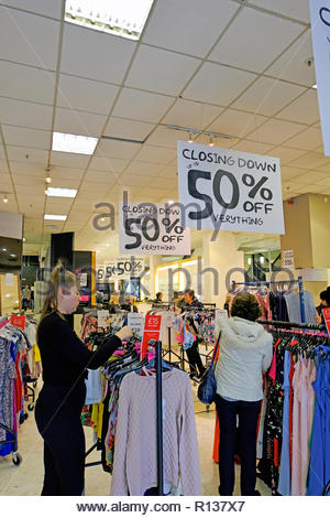 Edinburgh, United Kingdom. 9th November, 2018. House of Fraser Department Store Closing down sale 50% off everything. Closing date for shop 10th November 2018. Credit: Craig Brown/Alamy Live News. - Stock Photo
