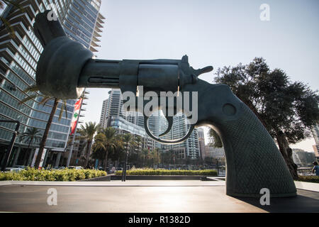 Beirut Lebanon. 9th November 2018. A large  sculpture in Zaitunay Bay Beirut of a Colt Python 357 Magnum revolver with its barrel tied in a knot and its muzzle pointed at the sky . The gun sculpture is a copy of a sculpture created by Swedish artist Carl Fredrik Reutersward which  was installed outside the United Nations building in 1988 after his friend John Lennon was shot and killed Credit: amer ghazzal/Alamy Live News - Stock Photo