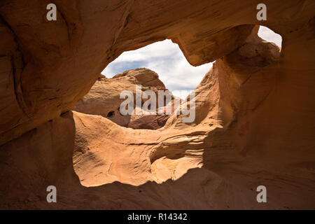 NV00111-00...NEVADA - An arch in the Aztec sandstone of the Rainbow Vista area of Valley of Fire State Park.