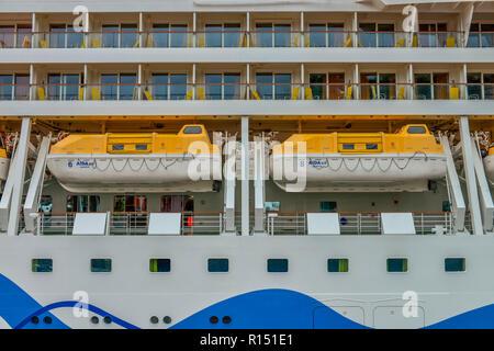 Rettungsboote, Kreuzfahrtschiff Aidasol, Schiffsanleger, Funchal, Madeira, Portugal - Stock Photo