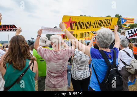 Demonstrators demanding freedom from political prisoners, Lledoners, Catalonia, Spain - Stock Photo