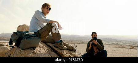 Prod DB © Acacia Filmed Entertainment - Thunder Road Pictures / DR A PRIVATE WAR de Matthew Heineman 2018 USA/GB Rosamund Pike Jamie Dornan. biopic; b - Stock Photo