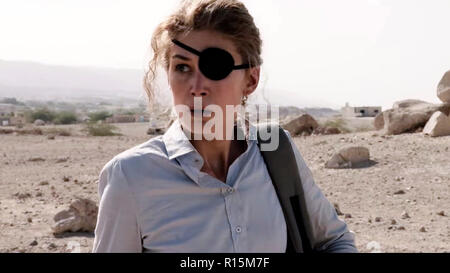 Prod DB © Acacia Filmed Entertainment - Thunder Road Pictures / DR A PRIVATE WAR de Matthew Heineman 2018 USA/GB Rosamund Pike. biopic; biography; fem - Stock Photo