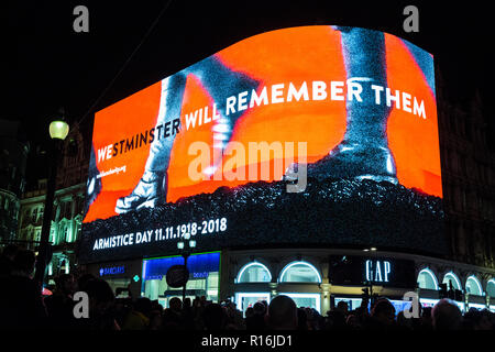 London, UK. 9th Nov, 2018. A commemorative Armistice screening at Piccadilly Circus hosted by Landsec, Westminster City Council and TMW Unlimited to remember the 1,119,193 Commonwealth servicemen and women killed during the First World War on the 100th anniversary of the Armistice. Each pair of marching boots displayed represents a soldier killed during the conflict and it would take more than 10 days and 19 hours for all of those who lost their lives to march through the screen. Credit: Mark Kerrison/Alamy Live News - Stock Photo