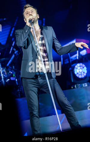 Milan Italy. 09 November 2018. The italian singer/songwriter CESARE CREMONINI performs live on stage at Mediolanum Forum during the 'Cremonini Live 2018' Credit: Rodolfo Sassano/Alamy Live News - Stock Photo