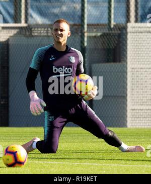 Barcelona, Spain. 10th Nov, 2018. FC Barcelona's goalkeeper Jesper Cillessen during a training session at the team's sports facilities in Barcelona, Spain, 10 November 2018. FC Barcelona will face Real Betis in their Spanish LaLiga soccer match on 11 November. Credit: Enric Fontcuberta/EFE/Alamy Live News - Stock Photo