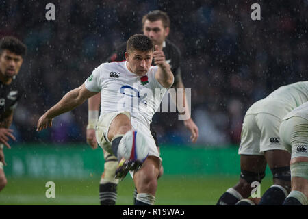 Twickenham, United Kingdom, Saturday, 10th  November 2018, RFU, Rugby, Stadium, England,  Ben YOUNGS, kicks clear from behind the scrum, during the the, Quilter, Autumn International, England vs New Zealand © Peter Spurrier - Stock Photo