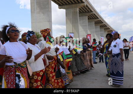 Maputo, Mozambique. 10th Nov, 2018. Local people perform traditional songs and dances during the inauguration ceremony of the Maputo Bay Bridge in Katembe, Mozambique, on Nov. 10, 2018. The longest suspension bridge in Africa, the cross-sea Maputo Bay Bridge with its link roads in Mozambique, was officially open to traffic here on Saturday. Credit: Nie Zuguo/Xinhua/Alamy Live News - Stock Photo
