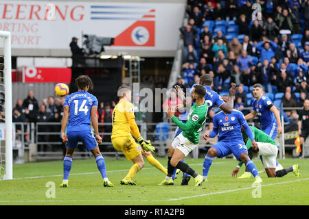 Cardiff, Wales, UK. 10th Nov, 2018. Sol Bamba of Cardiff city scores his teams 2nd goal to make it 2-1. Premier League match, Cardiff City v Brighton & Hove Albion at the Cardiff City Stadium on Saturday 10th November 2018.  this image may only be used for Editorial purposes. Editorial use only, license required for commercial use. No use in betting, games or a single club/league/player publications. pic by  Andrew Orchard/Andrew Orchard sports photography/Alamy Live news - Stock Photo