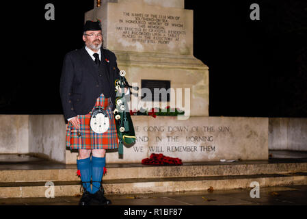 Southend Cenotaph, Clifftown Parade, Southend on Sea, Essex, UK. 11th November 2018. Pipers performed the Scottish Lament 'Battle's O'er' at the Southend Cenotaph at 06:00 as part of an international commemoration called Battle's Over to mark the end of the Great War and the guns falling silent. It will be the start of numerous events on Armistice Day. Piper John Marc Nagel from Normandy, France. Remembrance Sunday. Centenary of the end of World War One, the Great War, the First World War - Stock Photo