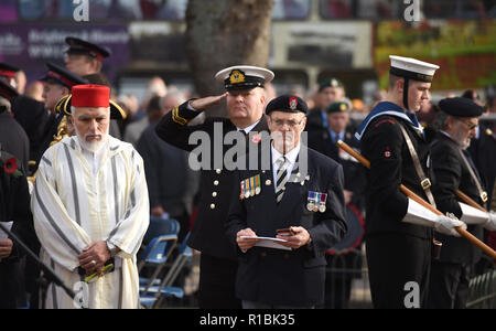 Brighton UK 11th November 2018 - at the Act of Remembrance Service held at Brighton war memorial . It is the 100 year anniversary today of the ending of World War One on the 11th November 1918 . Photograph taken by Simon Dack Credit: Simon Dack/Alamy Live News - Stock Photo