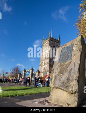 Kidderminster, UK. 11th November, 2018. With acts of remembrance taking place worldwide today, the people of Kidderminster come out in their hundreds to commemorate those who gave their lives for their country. On a gloriously sunny morning, crowds congregate at St Mary and All Saints Church, circling The Angel of Peace war memorial to pay their respects. Credit: Lee Hudson/Alamy Live News - Stock Photo