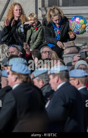 London, UK. 11th Nov 2018. Veterans march past the Cenotaph and down Whitehall - Remembrance Sunday and Armistice Day commemorations fall on the same day, remembering the fallen of all conflicts but particularly the centenary of the end of World War One. Credit: Guy Bell/Alamy Live News - Stock Photo