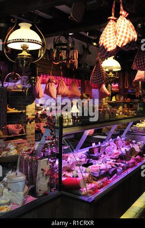 'Diksmuids Boterhuis' shop in Brugge (Belgium). Delicatessen shop in Brugge. - Stock Photo