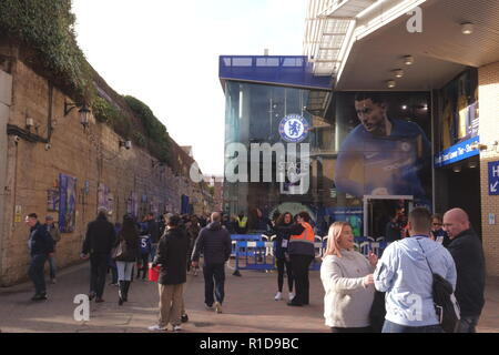 London, UK. 11th November, 2018. Chelsea Football Club, Fulham, London, SW6 UK   Crowds begin to gather at Stamford Bridge prior to the Centennial Remembrance Day game against Everton. Credit: Motofoto/Alamy Live News - Stock Photo