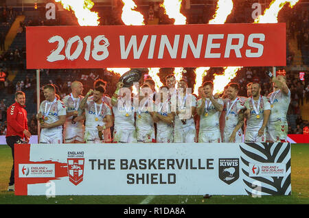 Leeds, UK. 11th Nov 2018. 11th November, Elland Road, Leeds, England ; Rugby League International  3rd Test Match , England v New Zealand ;  England lifting the Baskerville Shield Credit:  Craig Milner/News Images Credit: News Images /Alamy Live News - Stock Photo