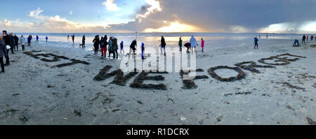 West Wittering Beach Commemorates Armistice DayWest Wittering Estate invited local residents and visitors to join them on Wittering beach to commemorate 100 years since the end of WWI. Inspired by Danny Boyle's 'Pages in the Sea' Ð a national art event Local resident Alexander Gill's panoramic message raked seaweed in the sand-  Lest We ForgetContributor:  Gary Blake /  Alexander Gill /West Wittering Estate /Alamy Stock Photo - Stock Photo
