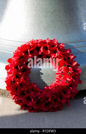 Seattle, Washington: A wreath of poppies is laid at the foot of the Great Seattle Fire Bell at the Armistice Day Centennial Commemoration at the Museum of History & Industry. The ceremony marked the centennial of the Armistice of 11 November 1918 ending World War I. In attendance were representatives from the Consulates of Austria, Canada, Finland, Germany, Hungary, Lithuania, Turkey, the United Kingdom, and others. Credit: Paul Christian Gordon/Alamy Live News - Stock Photo
