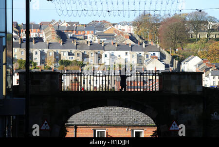 Londonderry, UK. 08th Nov, 2018. Overview of the city. Some of the worst acts of violence during the riots took place in the area, including Bloody Sunday, when 13 civilians were shot by the British army. Today Derry is a tourist attraction because of the political murals. Credit: Jonathan Porter/PressEye/dpa/Alamy Live News - Stock Photo