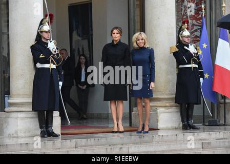 November 10, 2018 - Paris, France: The wife of French President Emmanuel Macron, Brigitte Macron meets US first lady Melania Trump at the Elysee palace. Brigitte Macron recoit la first lady americaine Melania Trump au palais de l'Elysee. *** FRANCE OUT / NO SALES TO FRENCH MEDIA *** - Stock Photo