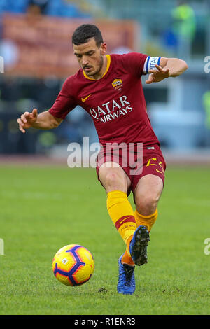 Rome, Italy. 11th Nov, 2018. 11th November 2018, Stadio Olimpico, Rome, Italy; Serie A Football, Roma versus Sampdoria; Alessandro Florenzi of Roma controls the ball Credit: Giampiero Sposito/Pacific Press/Alamy Live News - Stock Photo