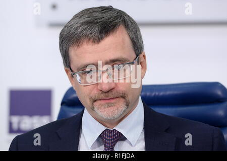 Moscow, Russia. 12th Nov, 2018. MOSCOW, RUSSIA - NOVEMBER 12, 2018: The Director General of the Russian Public Opinion Research Center (VCIOM), Valery Fedorov (Fyodorov), at a press conference at the Moscow office of the TASS news agency about the final round of a national public vote which is part of the Velikiye Imena Rossii project to rename 47 major airports after distinghuished Russian academics, statesmen and creative professionals. Nikolai Galkin/TASS Credit: ITAR-TASS News Agency/Alamy Live News - Stock Photo