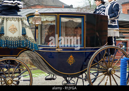Stockholm, Sweden, November 13, 2018. President of Italy, Sergio Mattarella and First Lady of Italy, Laura Mattarella, visiting Sweden at the invitation of The King of Sweden. The royal couple meets the presidential couple at the Royal Stables for the cortege. Credit: Barbro Bergfeldt/Alamy Live News - Stock Photo