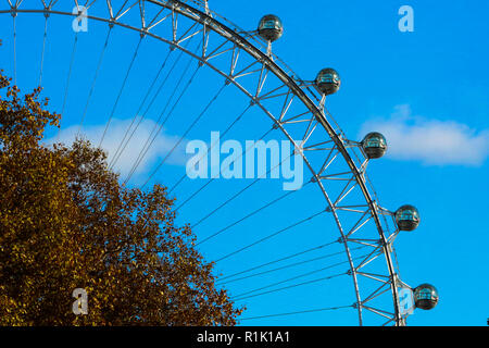 London, UK, 13th November 2018. Blue sky over London Eye with autumn coloured leaves in the foreground, as seen from Downing Street.    Credit: Dinendra Haria/Alamy Live News - Stock Photo