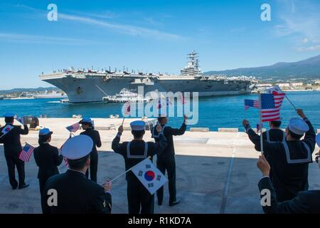 JEJU ISLAND, Republic of Korea, (Oct. 12, 2018) The Nimitz-class nuclear-powered aircraft carrier USS Ronald Reagan (CVN 76) conducts a 180 degree turn while pulling into port at the Republic of Korea (ROK) Navy base in Jeju. Ronald Reagan is forward-deployed to the U.S. 7th Fleet area of operations in support of security and stability in the Indo-Pacific region. - Stock Photo