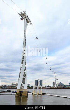 The Emirates Cable Car service, spanning the River Thames from Greenwich Peninsula to the Royal Victoria Dock, London, UK - Stock Photo
