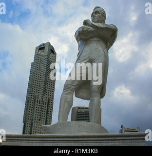Statue of Sir Stamford Raffles, modern founder of Singapore, at the landing site, Boat Quay, Singapore - Stock Photo