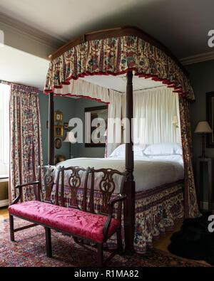 Canopy bed in Victorian style bedroom - Stock Photo