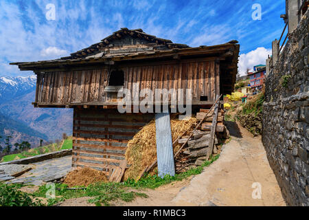 Traditional wooden house overhanging valley in Himalayas, Kulu, India - Stock Photo