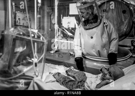 Archives 80ies: Children with immune deficiency at Debrousse Children Hospital, Lyon, France - Stock Photo